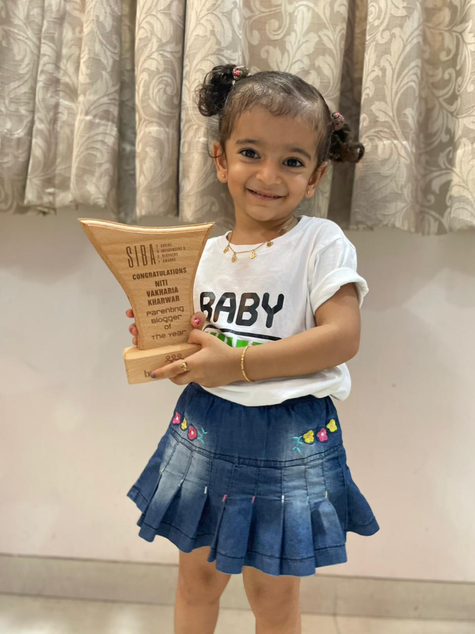 Niti Vakharia Kharwar Bags Parenting Blogger of The Year Award In SIBA Organized By Nirav Chahwala (Brandfluenzers)