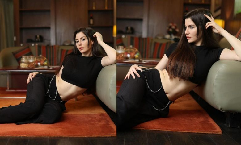 Black is the new favorite for actress Giorgia Andriani